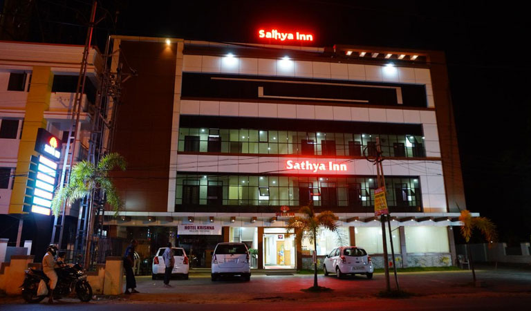 Standard hotels near KSRTC Bus station Guruvayur